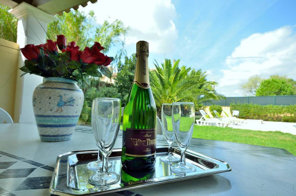 villa-les-4-saisons piscina saint-tropes hotel lusso vacanze aperitivo happyhour piscina outdoor relax natura